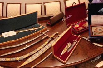 Оружие, золото, наличные: что нашли у Арашукова