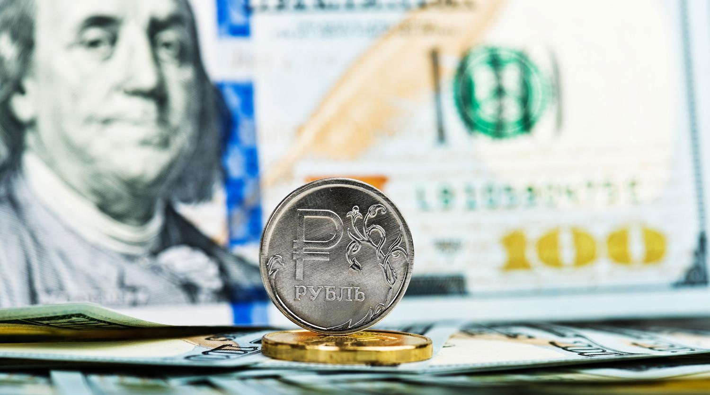 Рубль показывает отрицательную динамику на открытии торгов