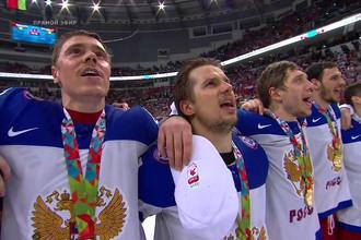Члены российской сборной по хоккею, став в 2014 году чемпионами мира, поют гимн России