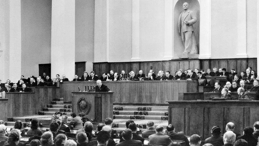 Первый секретарь ЦК КПСС Никита Хрущев выступает на ХХ съезде КПСС в Кремле, 1956 год