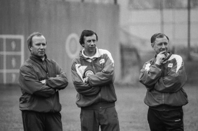 Главный тренер сборной России Павел Садырин, его помощники Юрий Семин и Борис Игнатьев (слева направо) в 1993 году