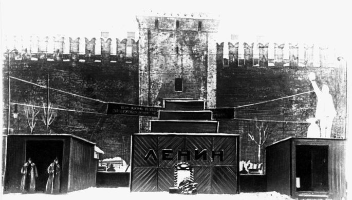 Первый деревянный временный мавзолей В.И.Ленина на Красной площади, январь 1924 года