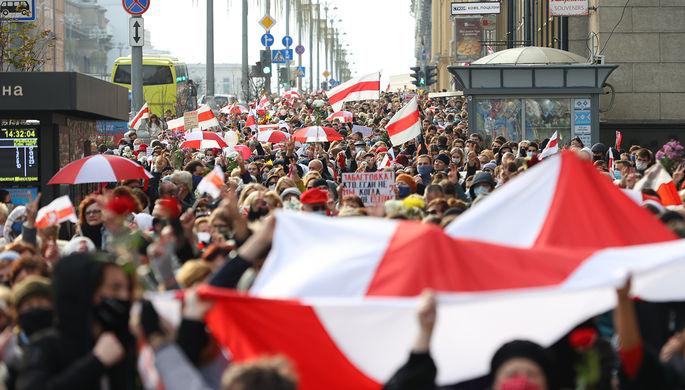 Участники акции протеста в центре Минска, 26 октября 2020 года