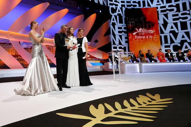 «Золотую пальмовую ветвь» получил фильм «Жизнь Адель. Часть 1 и 2» французского режиссера Абделатифа Кешиша.