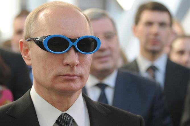 Владимир Путин во время посещения IT-центра новосибирского Академпарка