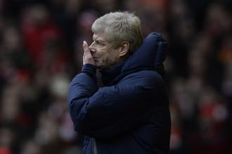 Арсен Венгер с тоской наблюдает за тем, как «Ливерпуль» громит его команду