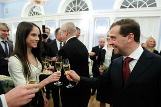 Вера Базарова на одной из официальных церемоний в компании премьер-министра России Дмитрия Медведева