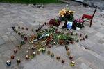 Свечи памяти опогибших приобстреле администрации Луганска