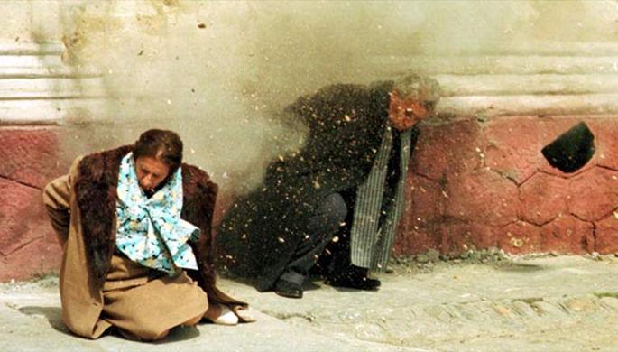 Николае Чаушеску и его жена во время расстрела