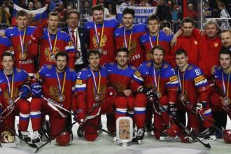 Сборная России после вручения ей бронзовых медалей чемпионата мира — 2017