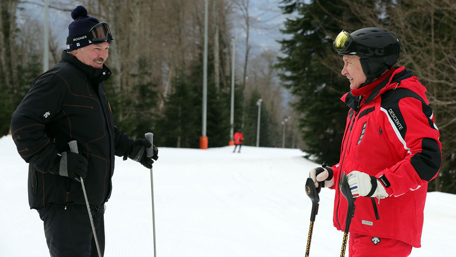 Маневры на высоте: Путин и Лукашенко прокатились на горных лыжах