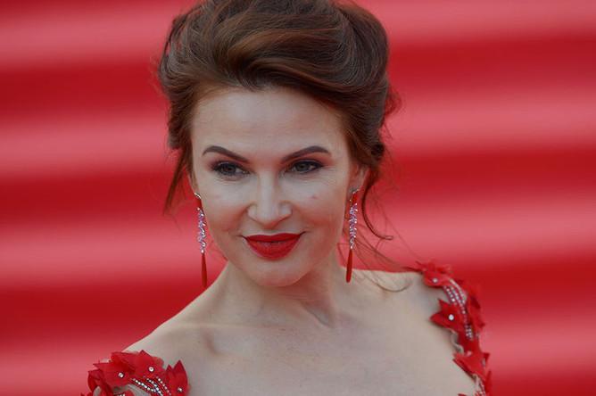 Актриса Эвелина Бледанс на церемонии открытия 38-го Московского международного кинофестиваля в Москве, 2016 год