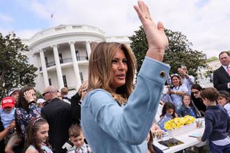 Первая леди Меланья Трамп во время ежегодного фестиваля катания пасхальных яиц на лужайке у Белого дома, 22 апреля 2019 года
