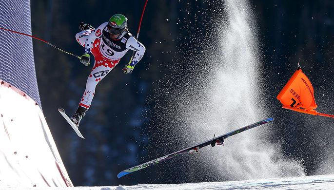 Лыжник из Чехии падает во время Кубка мира FIS 2015 по фристайлу в Бивер-Крик, США