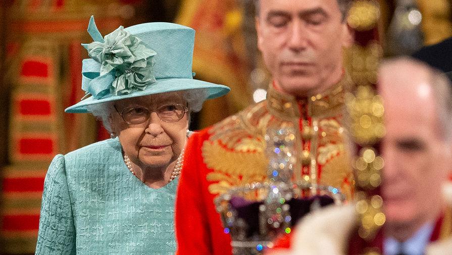 Королева Великобритании Елизавета II до начала выступления перед парламентом в Вестминстерском дворце, 19 декабря 2019 года