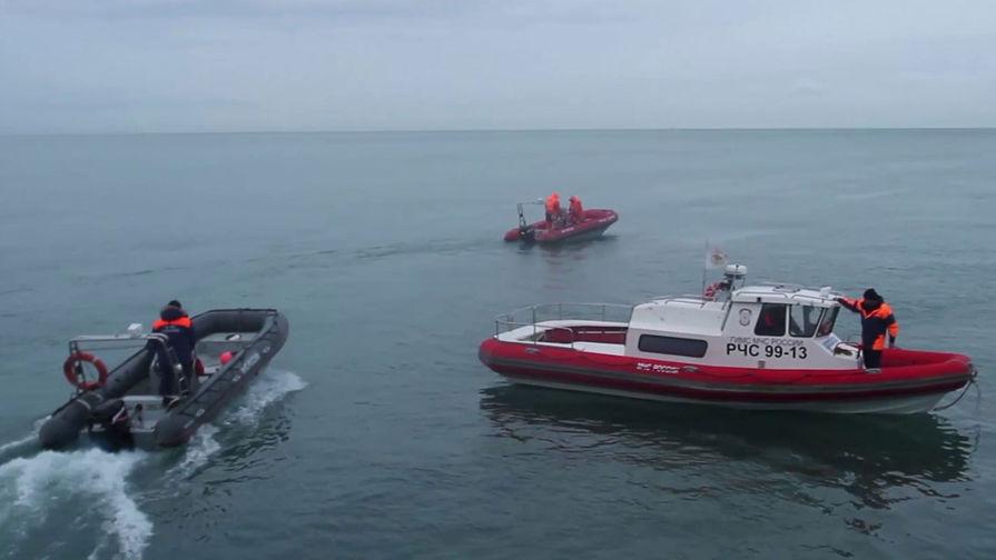 Поискам людей с затонувшего в Баренцевом море судна мешает шторм
