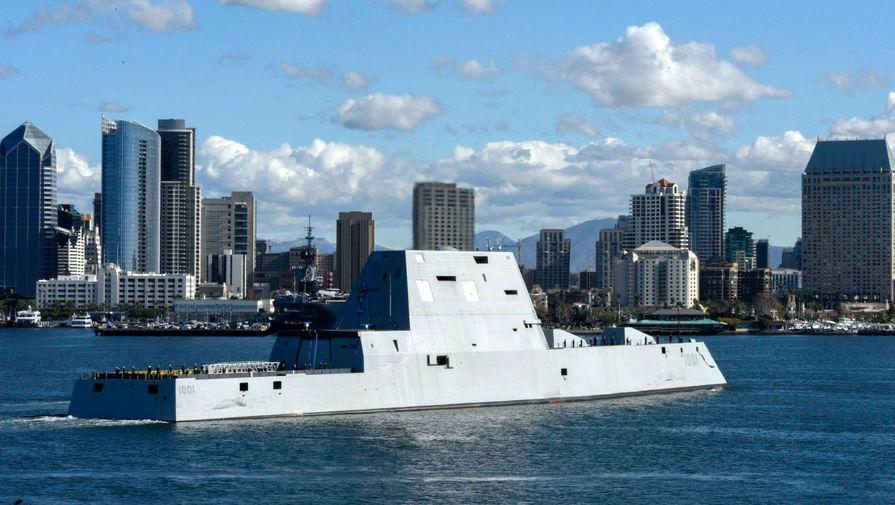 «Резать волны как нож»: стелс-эсминец США прошел испытание бурей