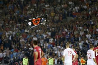 Впервые дрон появился над стадионом во время матча Сербия — Албания в Белграде в 2014 году