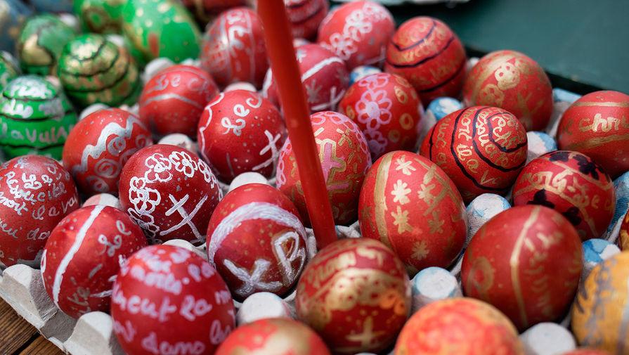 Освящение пасхальных яиц и куличей в соборе Александра Невского в Париже