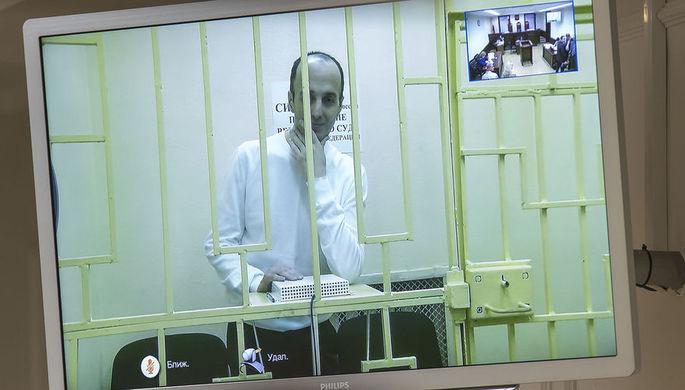 Юсуп Темирханов, осужденный за убийство бывшего командира 160-го гвардейского танкового полка Юрия...