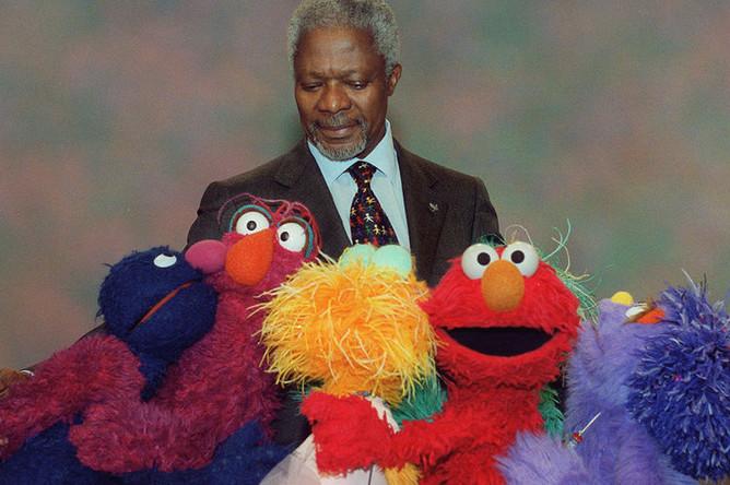 Кофи Аннан на съемках «Улицы Сезам», 2001 год