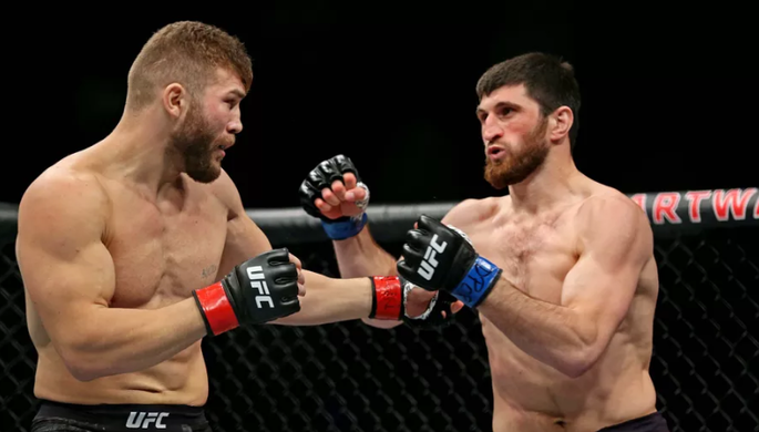 Ответил неприличным жестом: скандальная победа Анкалаева в UFC