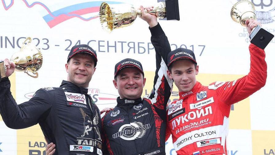 Ирек Миннахметов (в центре) на церемонии награждения этапа Российской серии кольцевых гонок KazanRing, 2017 год