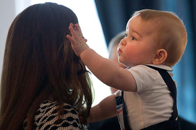 Герцогиня Кэтрин и принц Джордж на детском благотворительном мероприятии в Веллингтоне