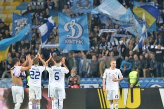 Футболисты киевского «Динамо» благодарят своих болельщиков за поддержку