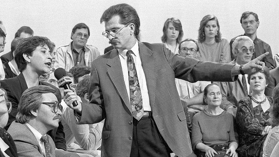 Владислав Листьев ведет телепрограмму «Тема», 1992 г.
