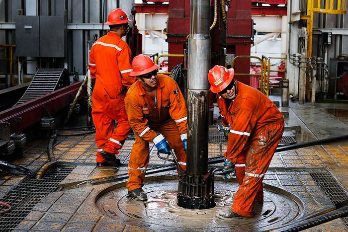 Цены нанефть начали рост после падения из-за данных озапасах США