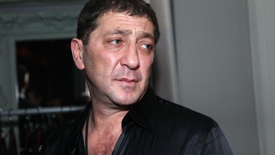 Певец Григорий Лепс позирует фотографу на открытии бара-караоке, 2011 год