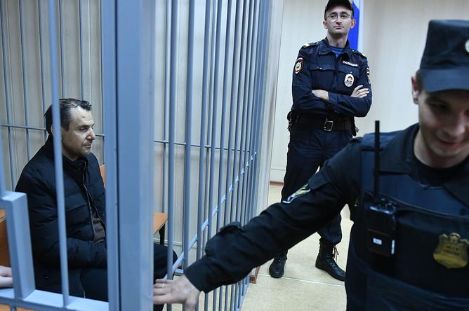 Подозреваемый в нападении на ведущую радиостанции «Эхо Москвы» Татьяну Фельгенгауэр Борис Гриц во время рассмотрения ходатайства следствия об аресте в Пресненском суде Москвы, 24 октября 2017 года