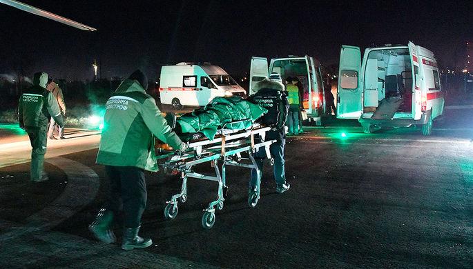 Транспортировка пострадавших в машину скорой помощи, 1 декабря 2019 года