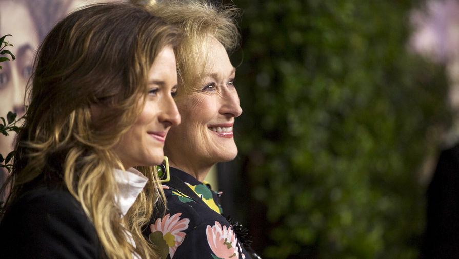 Грейс Гаммер с матерью Мэрил Стрип на премьере картины «Суфражистка», в которой они снялись вместе, 2015 год