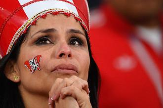 Болельщица сборной Перу после окончания матча группового этапа чемпионата мира по футболу между сборными Франции и Перу