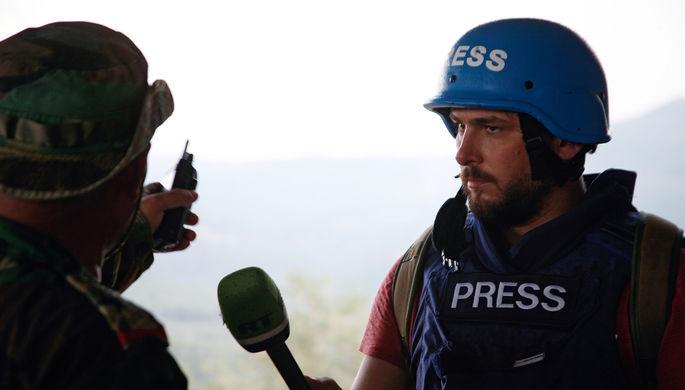 Корреспондент арабской редакции RT Саргон Хадая (справа), попавший под обстрел в Сирии