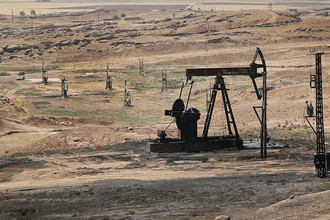 Нефтяное поле в сирийской провинции Эль-Хасака, контролируемое альянсом Демократических сил Сирии (SDF), июль 2017 года