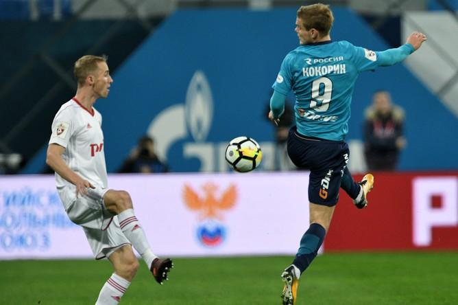 Игрок ФК «Зенит» Александр Кокорин (справа) в матче 15-го тура чемпионата России по футболу