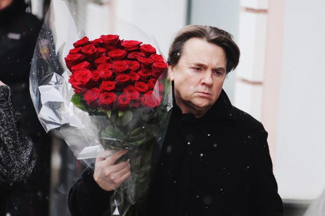 Гендиректор Первого канала Константин Эрнст во время церемонии прощания с Олегом Табаковым в МХТ имени Чехова, 15 марта 2018 года