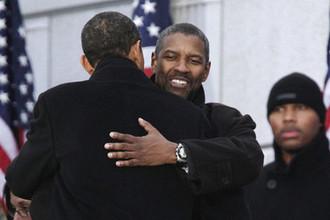 Актер Дензел Вашингтон и избранный президент США Барак Обама накануне церемонии инаугурации в Вашингтоне, 18 января 2009 года