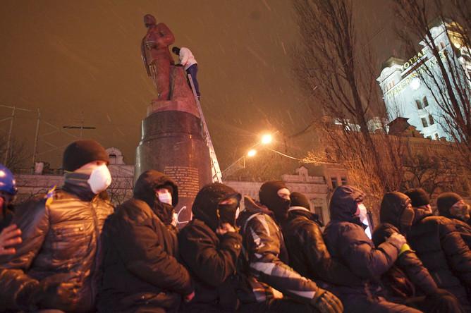 Оппозиционеры у памятника Ленину на Бессарабской площади