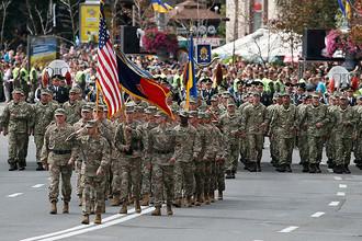 Военнослужащие США на параде в честь Дня независимости Украины в Киеве, 24 августа 2017 года