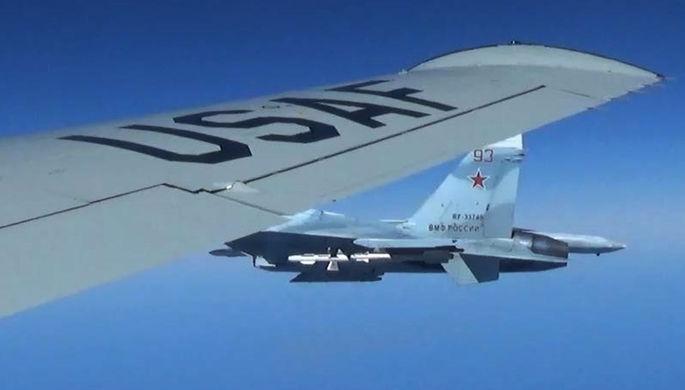 Сближение российского истребителя Су-27 с американским самолетом RC-135U над Балтийским морем, 19...