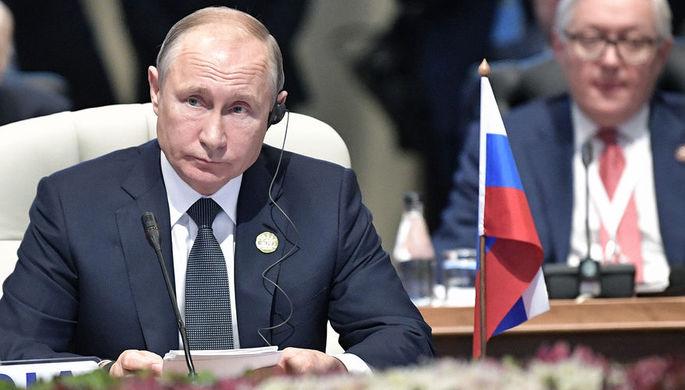 Президент России Владимир Путин во время встречи лидеров БРИКС в Йоханнесбурге, ЮАР, 26 июля 2018...