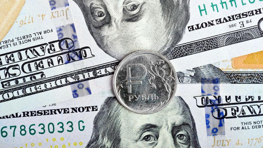 Рубль за 2018 год снизился к доллару на 17,5%