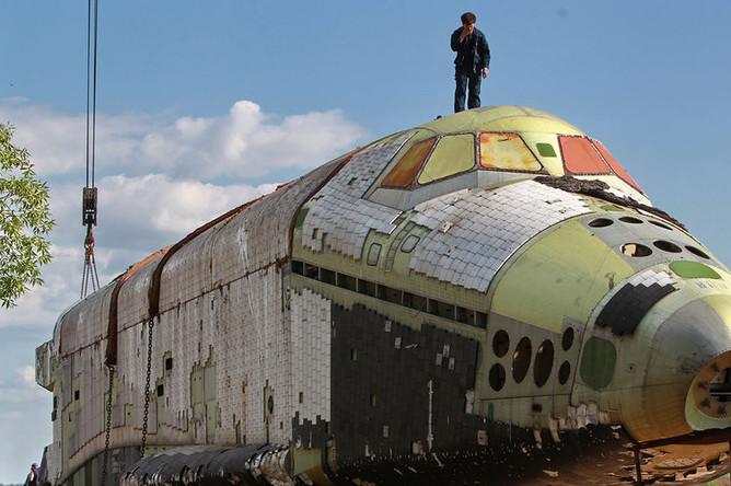 Изделие 2.01 «Байкал» на барже в Жуковском перед сборкой в преддверии авиасалона МАКС, 2011 год