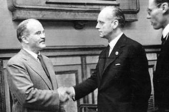 Молотов и Риббентроп после подписания советско-германского договора о дружбе и границе между СССР и Германией. Москва 28 сентября