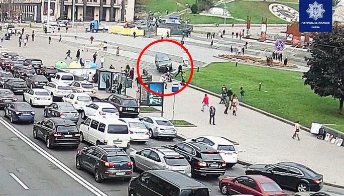 ДТП на Майдане: внедорожник въехал в толпу киевлян