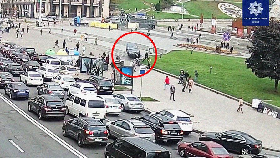 Водитель на Land Rover сбил пешеходов в центре Киева